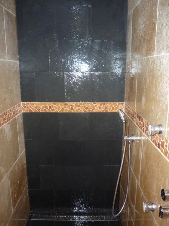 Salle de bain travertin et ardoise meilleures id es cr atives pour la conception de la maison Travertin salle de bain