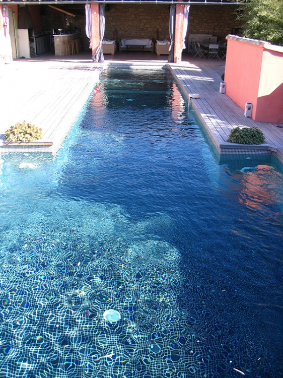 Piscine fond noir ay45 jornalagora for Reve bleu piscine